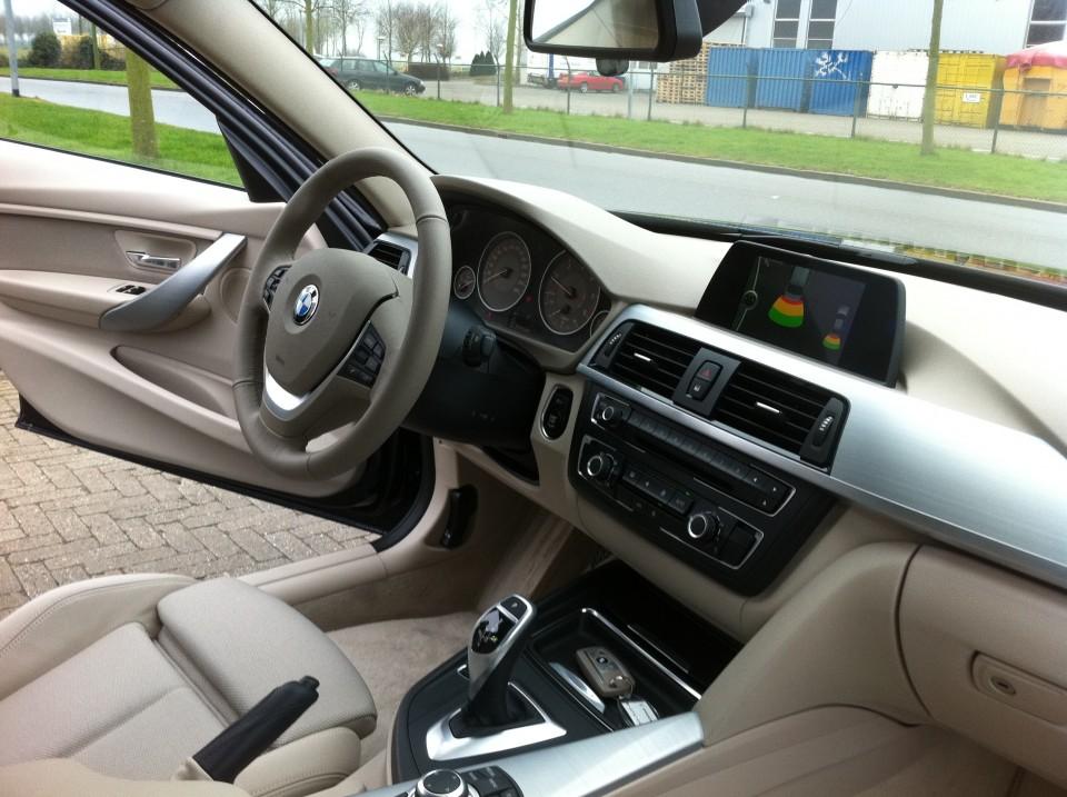 BMW F30 320d EfficientDynamics Edition Dashboard