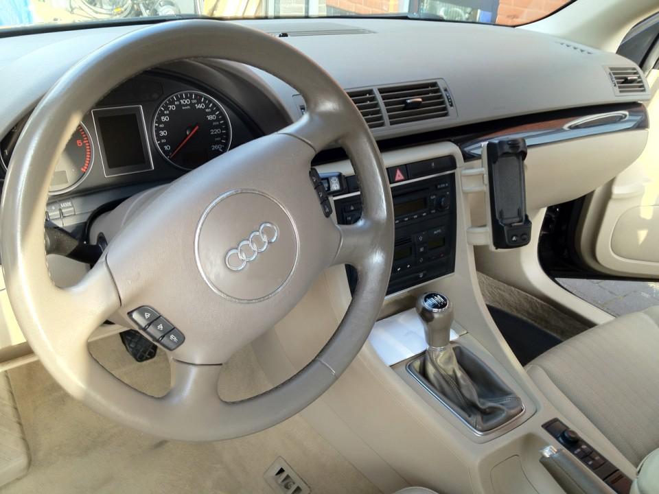 Audi A4 B6 Avant Quattro Dashboard