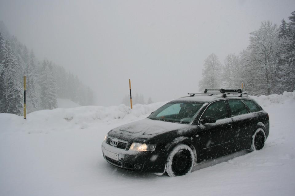Audi A4 B6 Avant Quattro Sneeuw