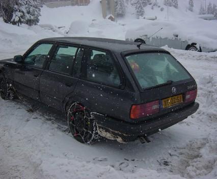 BMW e30 324td Touring snow