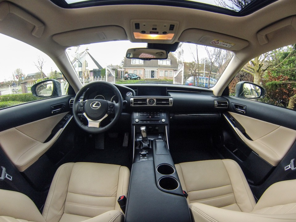 Lexus IS 300h interieur