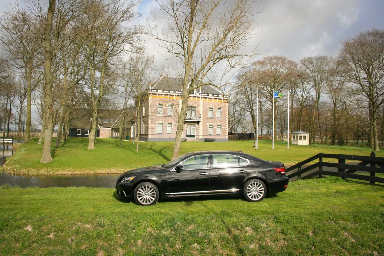 Lexus LS600h L Zijkant