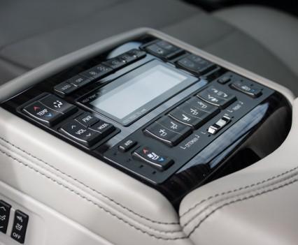 Lexus LS600h L console achter