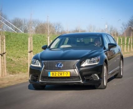 Lexus LS600h L Schuinvoor
