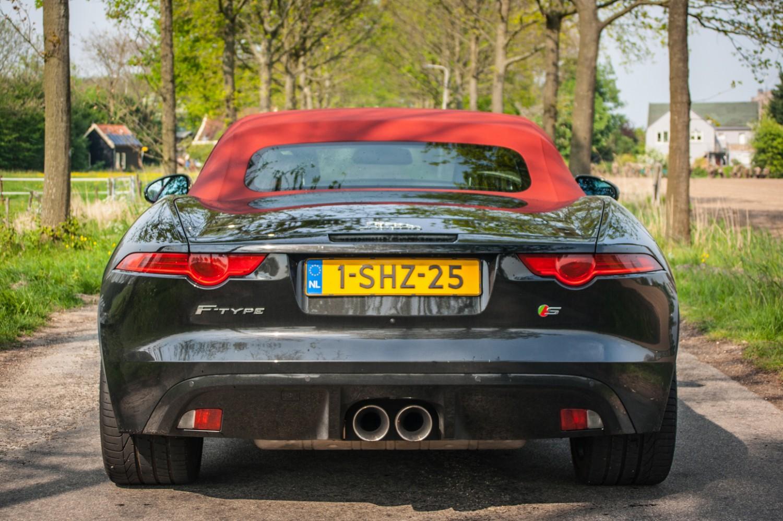Jaguar F-TYPE Convertible V6 S Achterkant