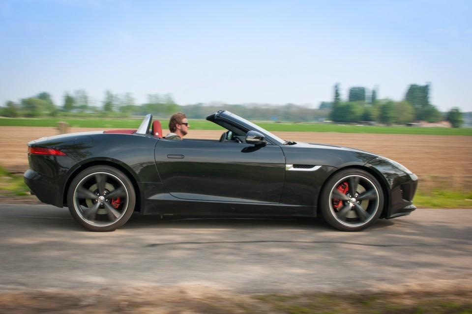 Jaguar F-TYPE Convertible V6 S Zijkant