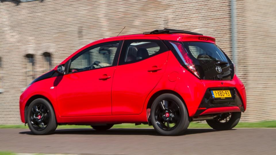 Toyota Aygo zijkant