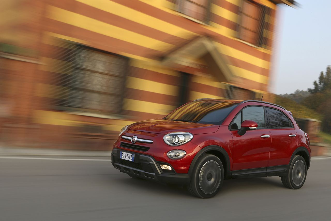 fiat 500x cross 4x4 2015 video rijtest love at first. Black Bedroom Furniture Sets. Home Design Ideas