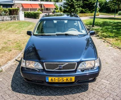 Front Volvo V70 2.5D