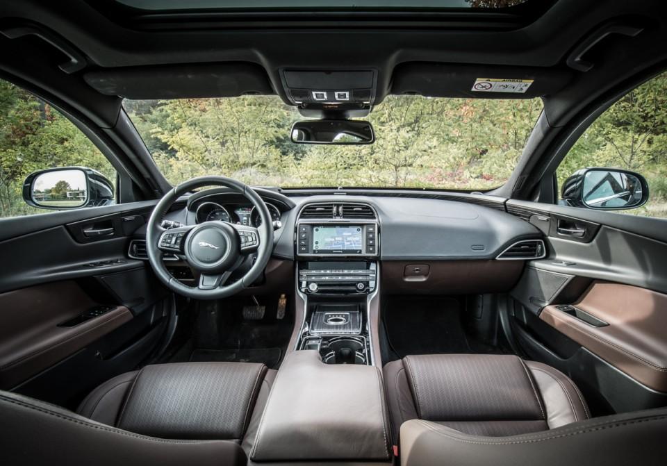 Jaguar XE 25t